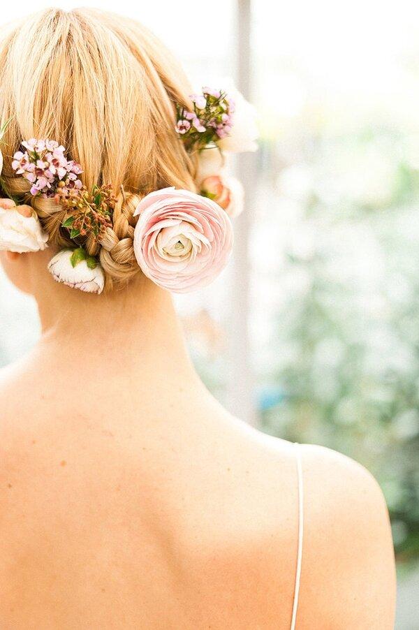 Украшение волос живыми цветами