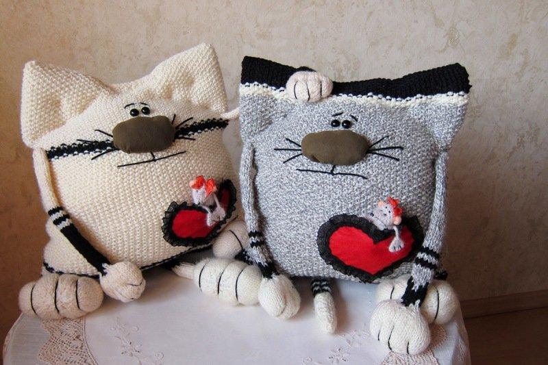 Вязаные кошки подушки своими руками