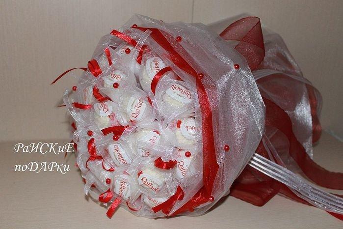 Цветы из конфет рафаэлло своими руками