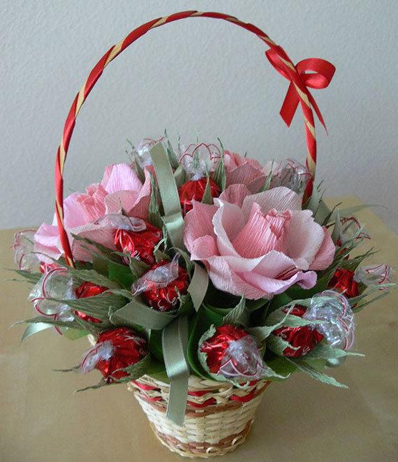 Корзина с цветами из конфет своими руками мастер 870