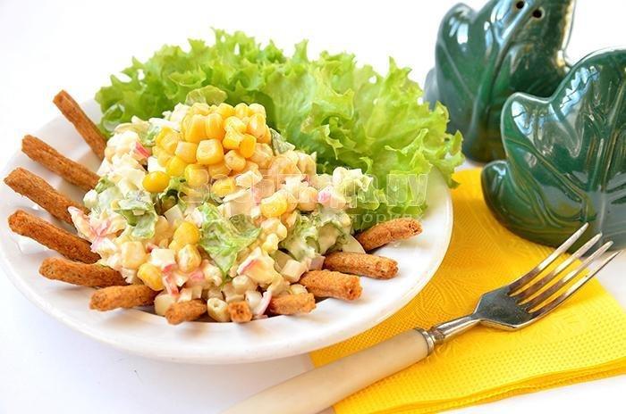 Салат с кукурузой сухариками крабовыми палочками рецепт с