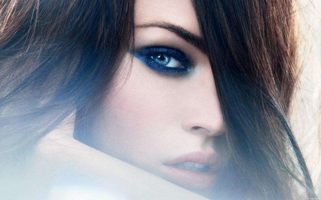 Макияж для брюнетки с голубыми