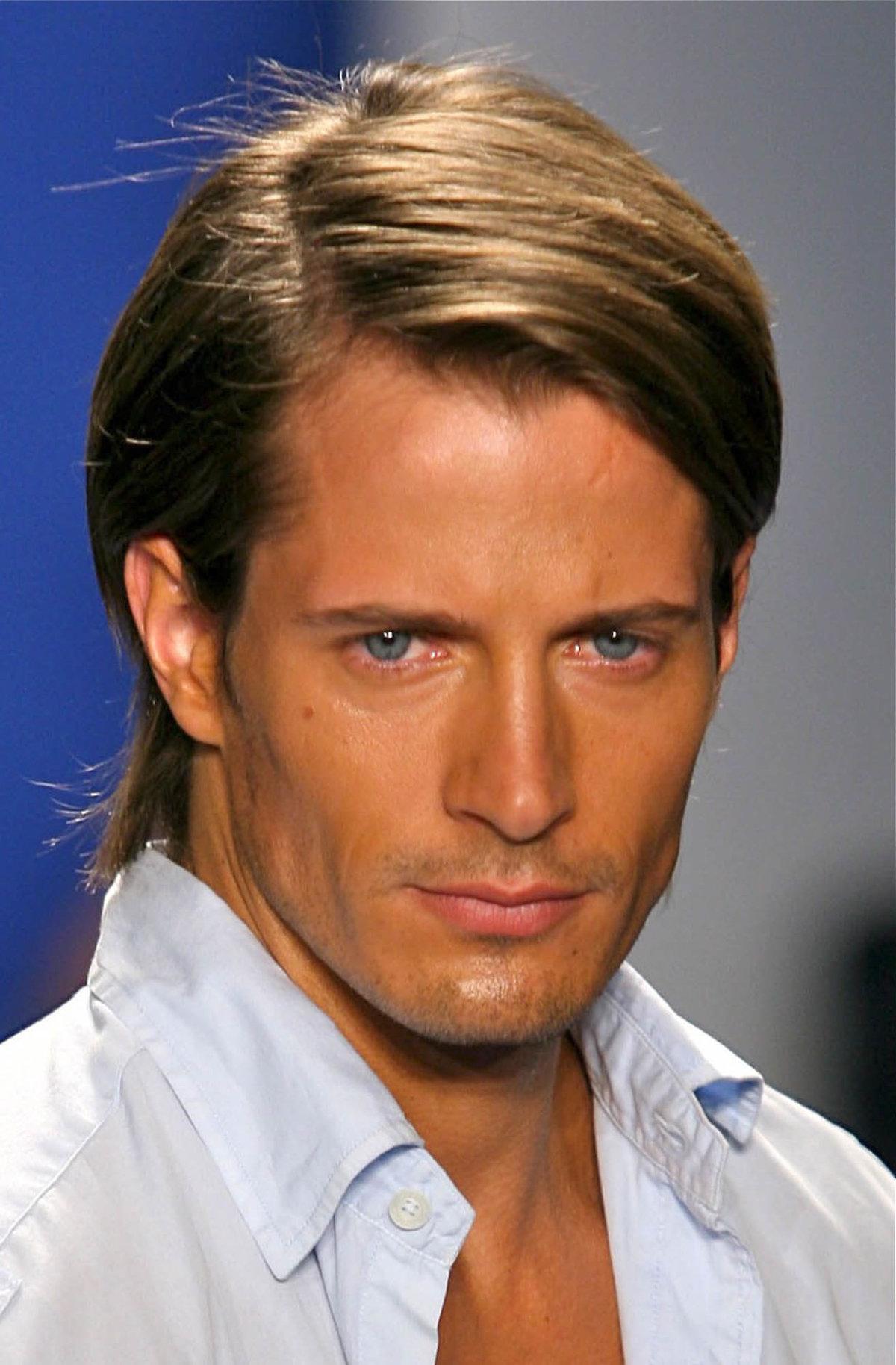 Причёски на средние волосы для мужчин