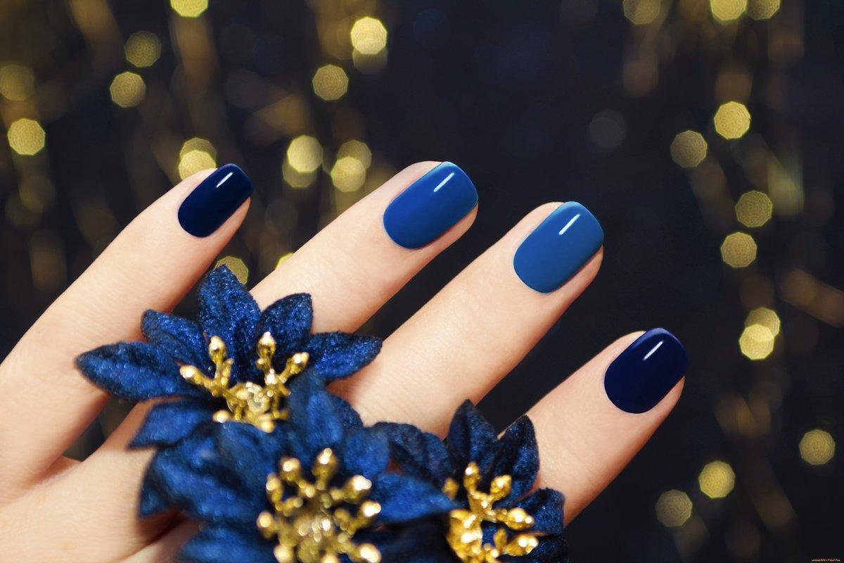 Маникюр к темно синему платью на короткие ногти