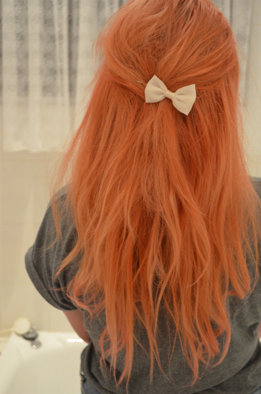 Рыжая девушка фото со спины на аву