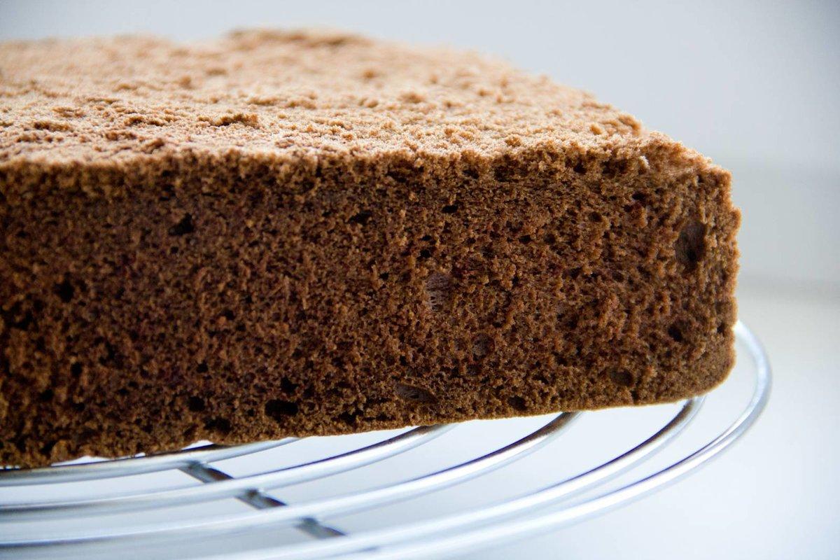 Как сделать нежный шоколадный бисквит