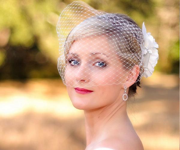 Фото свадебных причесок на треугольное лицо