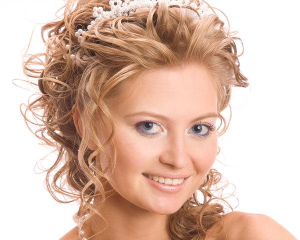 Праздничные прически на средние волосы с кудрями