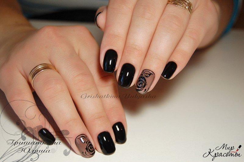 Темный гель-лак на коротких ногтях