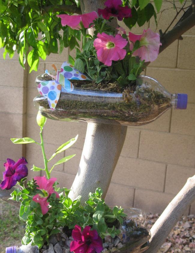 Цветы из пластиковых бутылок для клумбы фото