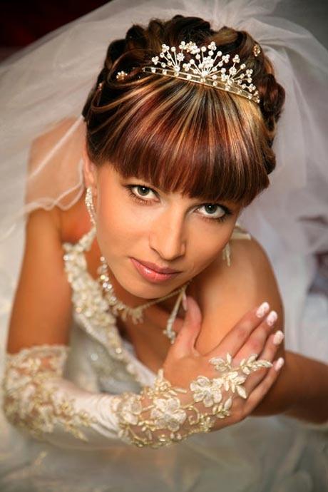 Свадебные прически с диадемой и фатой на короткие волосы