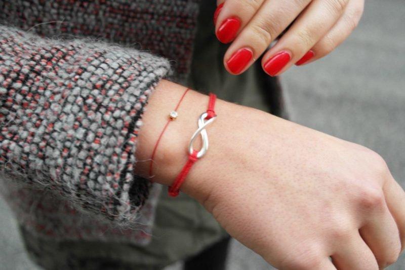 Красная нить на запястье своими руками фото 37