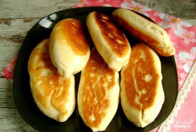Пирожки с мясом жареные дрожжевые на