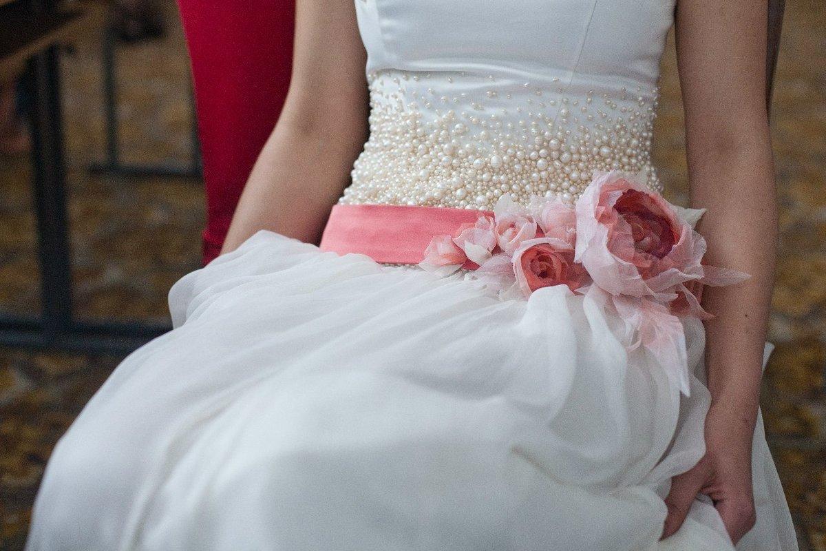 Свадебное платье украшенное своими руками фото