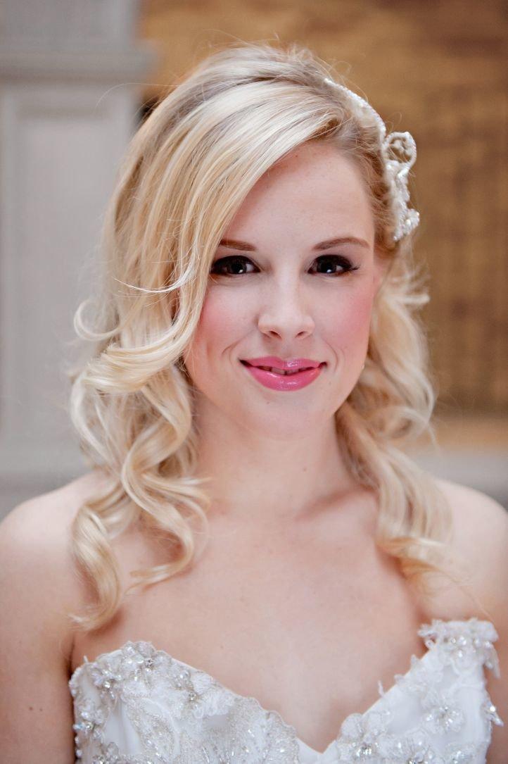 Макияж на свадьбу для блондинок с карими глазами 6