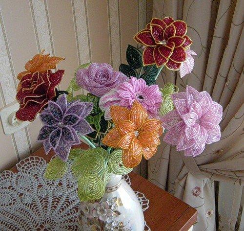 Показать поделки из бисера цветы 90