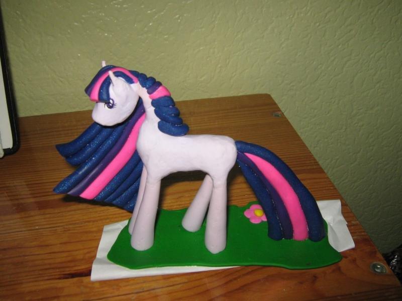 Как сделать из пластилина лошадку