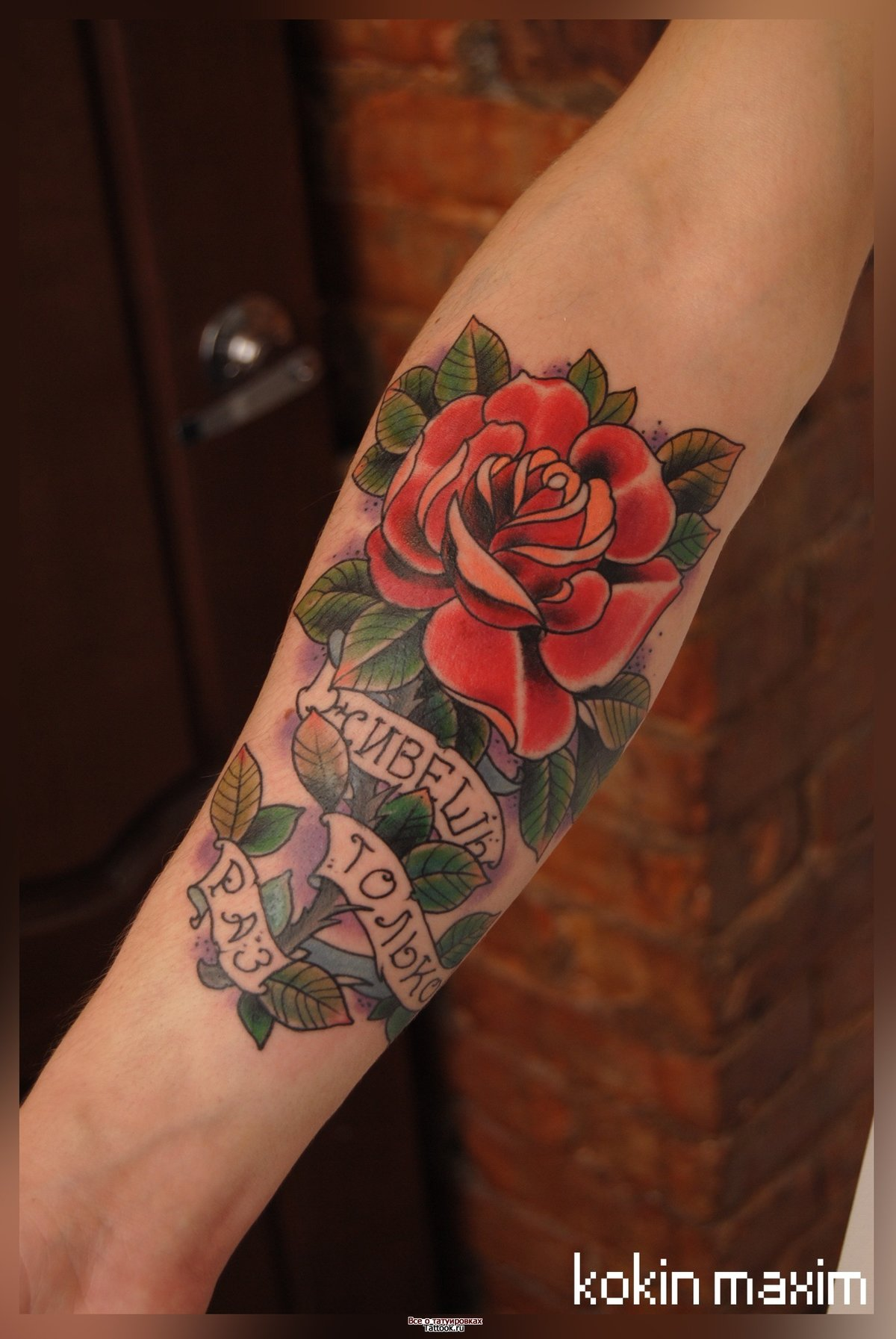 Тату на руке для девушек фото цветы цветные
