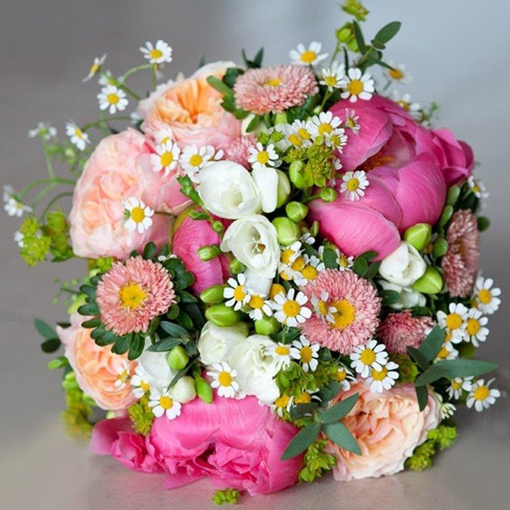 Красивые нежные букеты из живых цветов