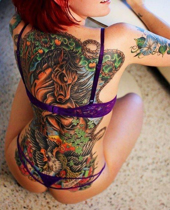 Скачать-девушка с тату дракона