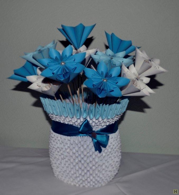 Вазы с цветами из модулей оригами