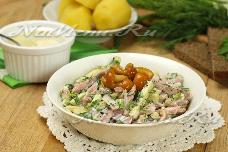 Салат с грибами и курицей и рисом рецепт с
