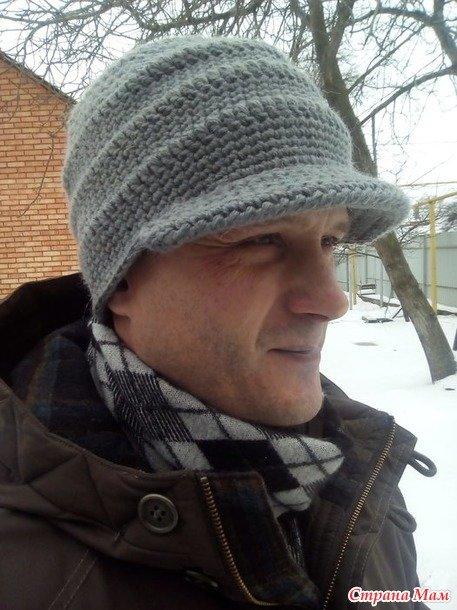 Мужская шапка с козырьком крючком