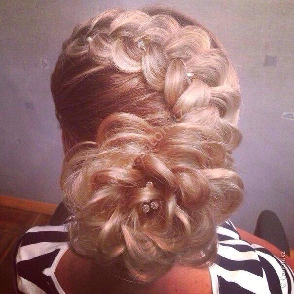 Фото прически плетения кос на среднюю длину волос