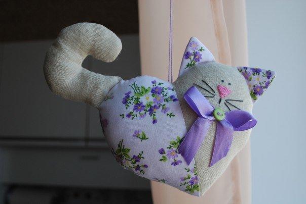 Кошка из ткани своими руками