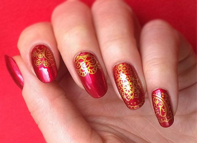 Дизайн ногтей золото с красным