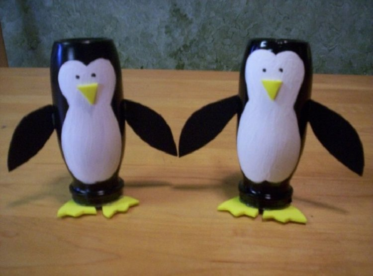 Пингвин из бутылок поделка 13