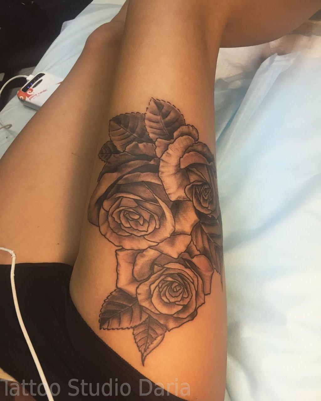 Фото розы тату на бедре для девушек