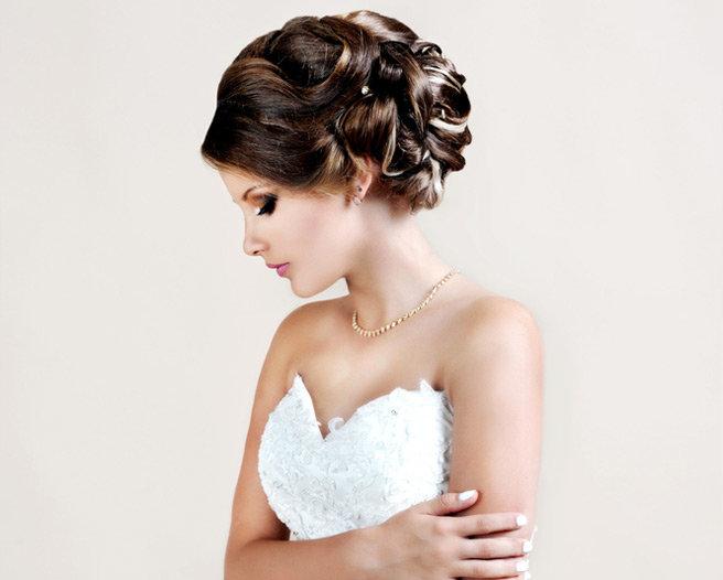 Причёска свадебная на волосы средней длины без фаты