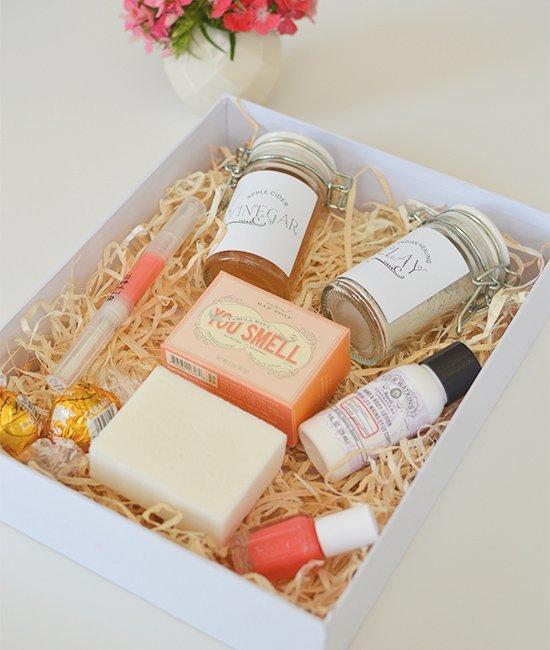 Как красиво положить подарок в коробку 57