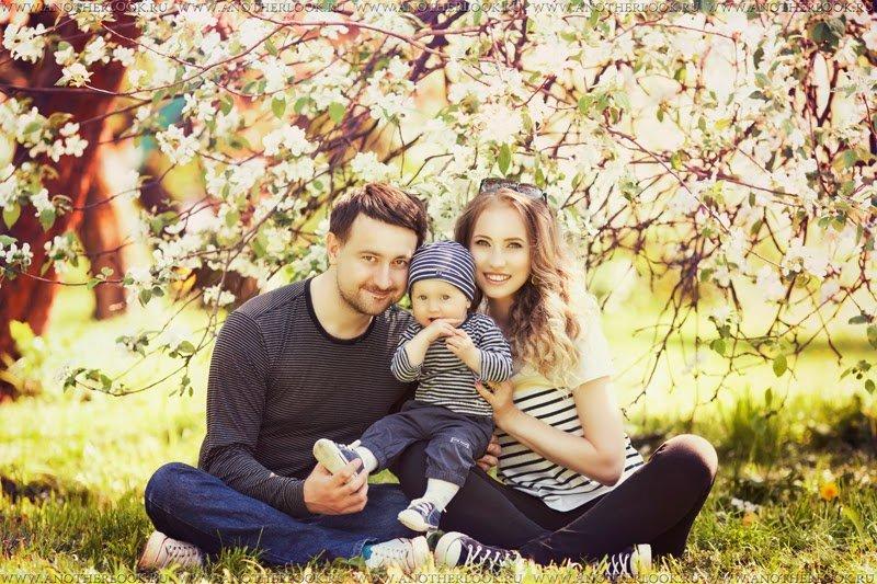 Семейная фотосессия на природе весной идеи фото
