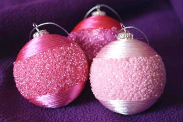Как украсить елочные шарики своими руками