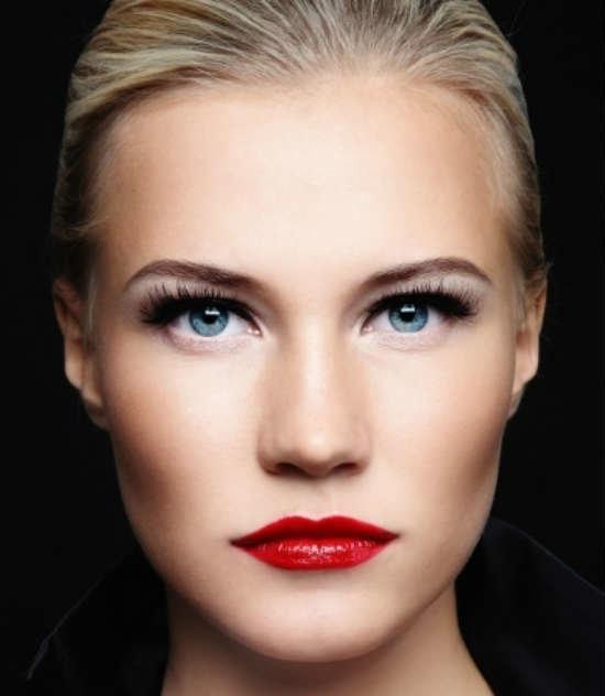 Голубые глаза красная помада макияж