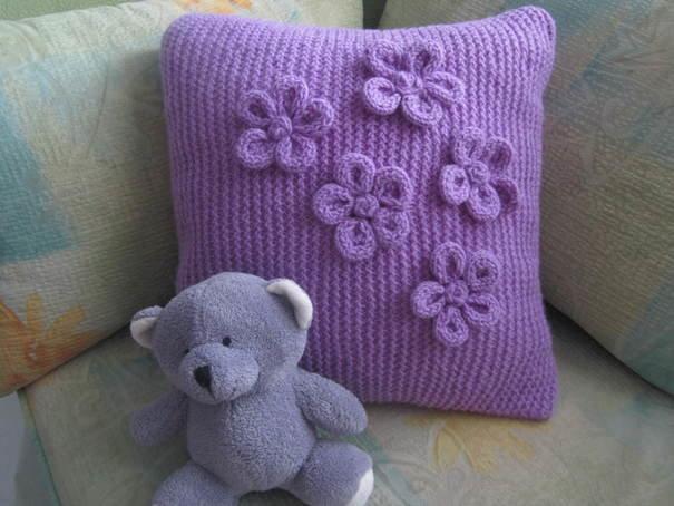 Декоративная вязаная подушка