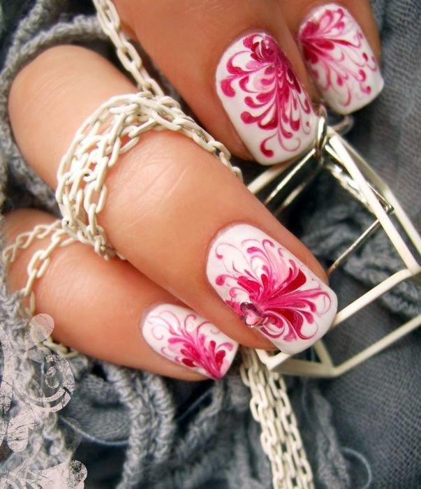 Цветочный узор ногтей