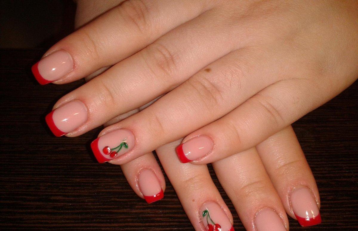 Дизайн ногтей цветной френч с рисунком