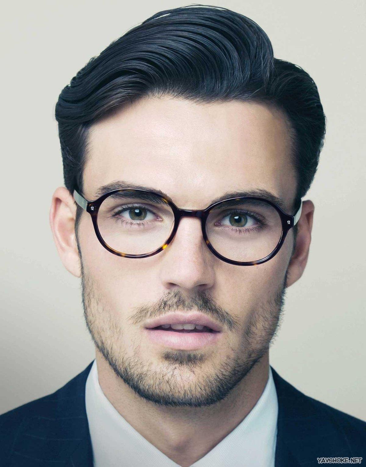 Какая мужская прическа подходит к очкам