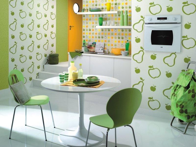 оформление стены кухни обоев фото