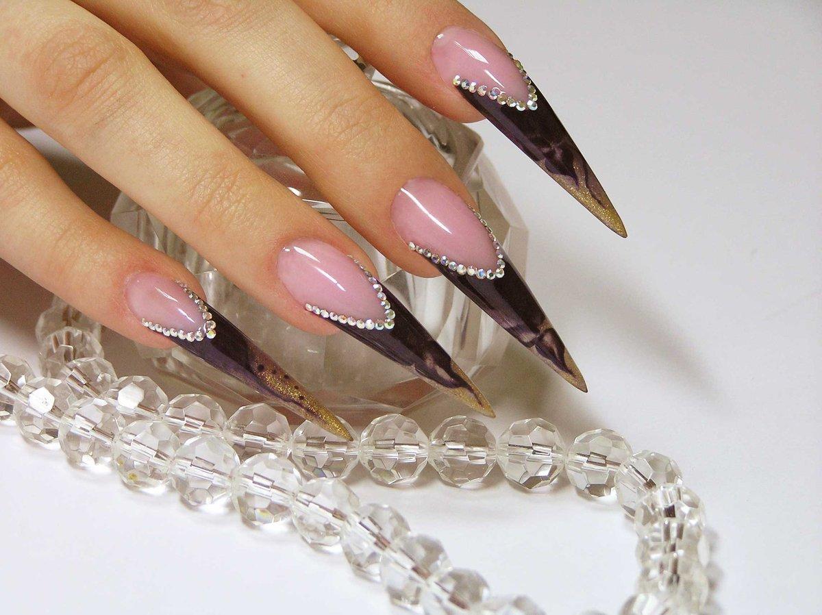 Острая форма ногтей нарощенные