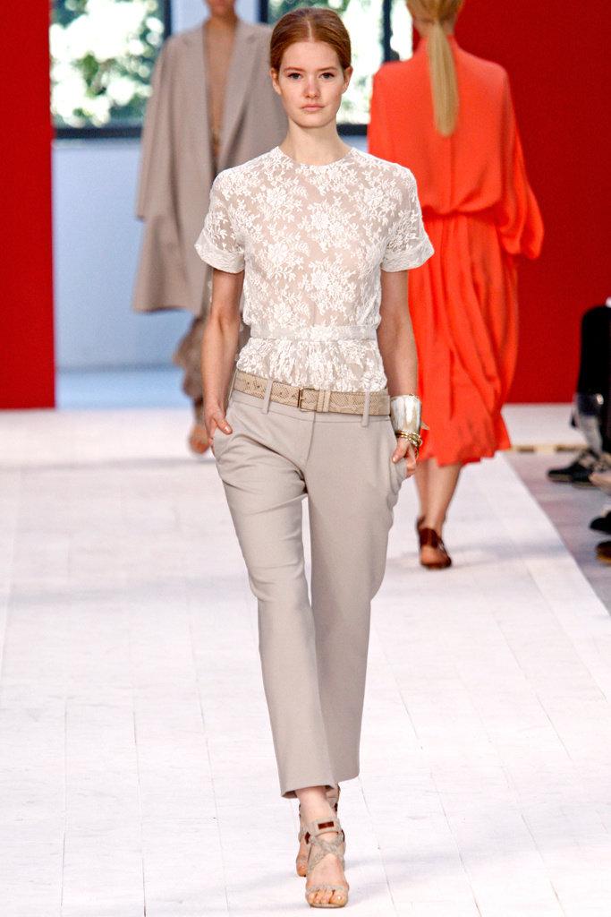 Кружевная блузка с чем носить