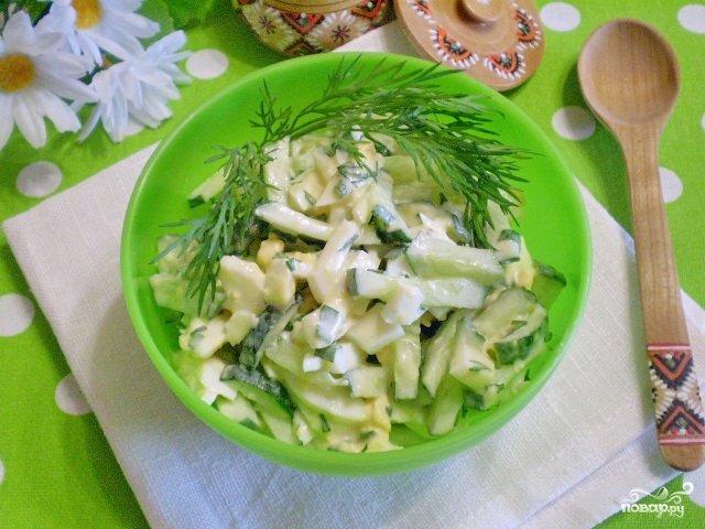 Салат из яиц и огурца с