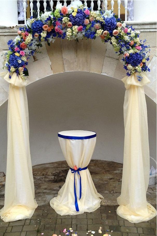 Как украсить арку на свадьбу живыми цветами