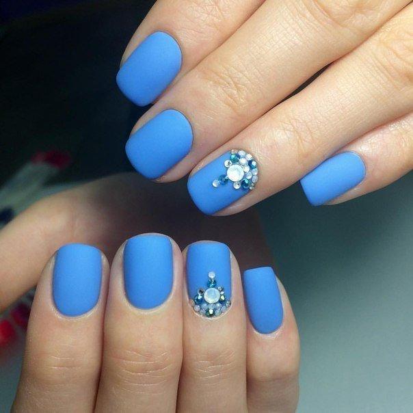 Маникюр голубой на короткие ногти