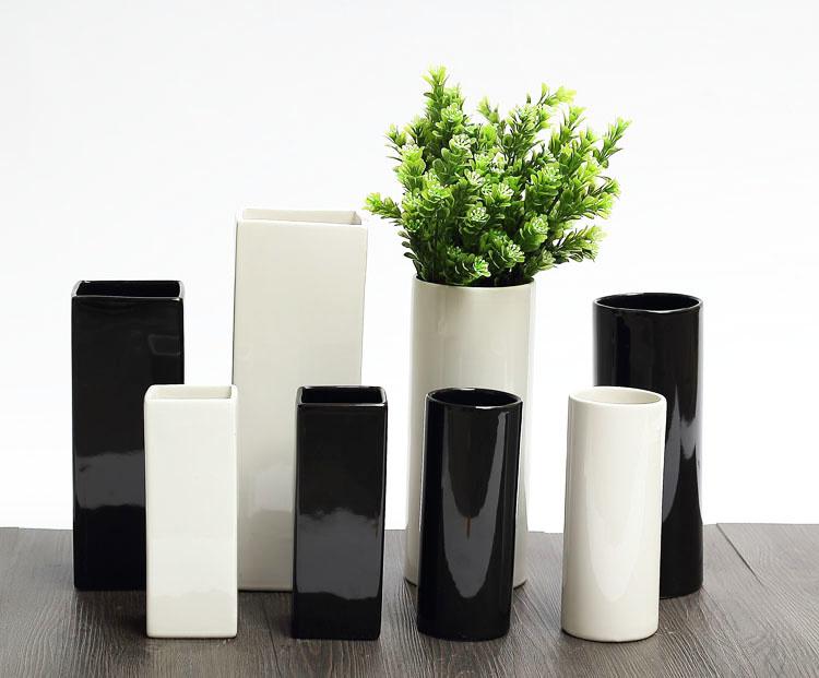Черная ваза для цветов