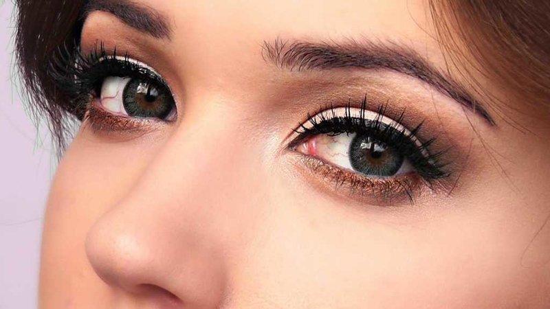 Как сделать глаза с серых на карие