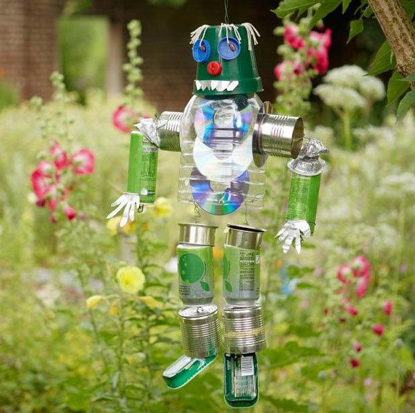 Из банок и бутылок поделки для сада